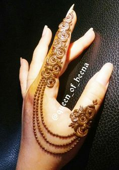 Eid includes mehndi designing, where the women decorate their hands with mehndi designs. Check 41 Mehndi Designs For Eid to Try This Year. Finger Henna Designs, Mehndi Designs For Girls, Mehndi Designs For Beginners, Modern Mehndi Designs, Mehndi Designs For Fingers, Beautiful Henna Designs, Latest Mehndi Designs, Henna Tattoo Designs, Mehandi Designs Arabic