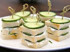 Perfect for a high tea / afternoon tea if you want to do something original or when sandwiches are too big High Tea Sandwiches, Cucumber Sandwiches, English High Tea, Vegan Teas, High Tea Food, Brunch, Snacks Für Party, Appetisers, Tea Recipes