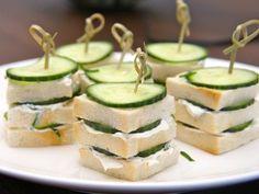 Deze 3 dubbele mini sandwich past prima als onderdeel bij een afternoon tea. In Engeland serveren de afternoon tea aan het einde van de middag.