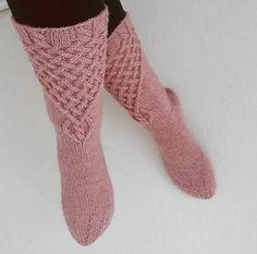 Temperance Socks pattern by Jutta Mariia
