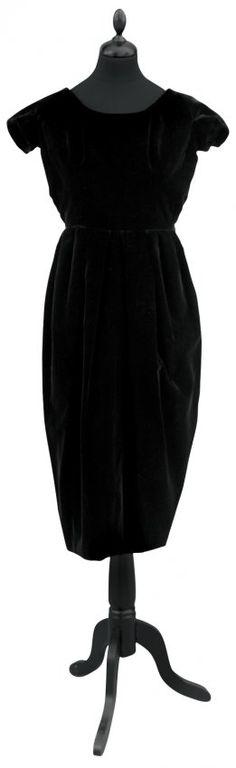 CHRISTIAN DIOR Paris, Autumn Winter 1956, made in France. Model No. 83034  Dress little black velvet dinner.