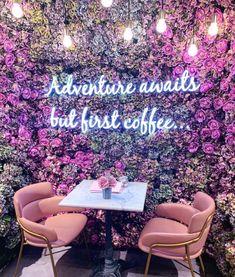 Cafe Shop Design, Coffee Shop Interior Design, Restaurant Interior Design, Purple Cafe, Pink Cafe, Deco Restaurant, Images Esthétiques, Cute Cafe, Salon Design