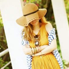 Ms Love-shaped hollow along the fedora hat