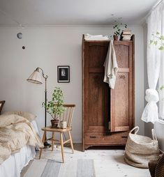 Fresh and cozy home with a vintage touch - via Coco Lapine Design blog