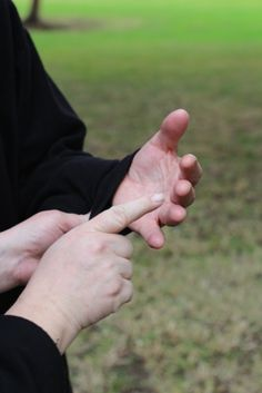 """This website talks about communicating with both deaf and blind people aswell as talkimg anout the australian Sign Language called """"Hand over Hand. Communication Methods, Means Of Communication, Effective Communication, Sign Language Interpreter, Learn Sign Language, Australian Sign Language, Hearing Sounds, Hearing Impairment, Guide Dog"""