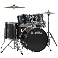 The new Yamaha GigMaker set utilizes all Yamaha hardware featuring hex tom ball joints with an eye-catching black glitter wrap finish. The GigMaker features matching wood bass drum hoops for superior