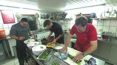 """Nürnberger Koch gibt Jugendlichen eine Chance - Projekt """"Männer am Herd"""" - Sehen Sie dazu einen Bericht bei HOTELIER TV: http://www.hoteliertv.net/hotel-job-tv/nürnberger-koch-gibt-jugendlichen-eine-chance-projekt-männer-am-herd/"""