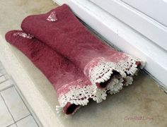 Felted wrist warmers.Dusky pink Australian merino par Crafts2Love, $24.00