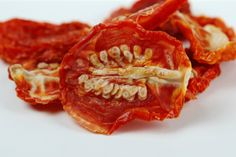 Sun-dried tomatoes are a pricey delicacy that come in tiny jars or in bags that often look a little moldy. Here's how to make sun dried tomatoes at home. Veggie Recipes, Real Food Recipes, Healthy Recipes, Healthy Cooking, Healthy Eating, Healthy Food, Vegan Food, Food Food, Make Sun Dried Tomatoes