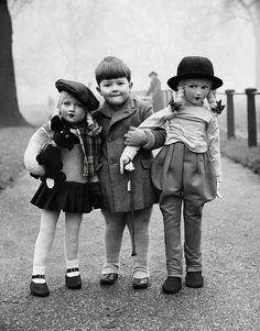 Elliott Erwitt Boy with two large dolls, 1950s
