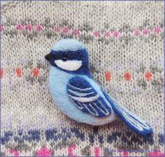 Купить Птица счастья Синяя птица удачи брошь валяная войлочная шерстяная в интернет магазине на Ярмарке Мастеров