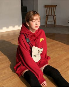 Be adorable, bubbly, sharp and sexy from time to time with CHUU. Express yourself through fashion. Shout it from within. I know you want to kiss me. Beautiful Girl Makeup, Korean Girl Photo, Boho Fashion, Fashion Outfits, Girl Korea, Grunge, Ulzzang Korean Girl, Kawaii Clothes, Chinese