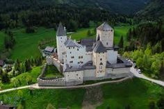 mauterndorf - Google-Suche Medieval World, Medieval Castle, Peaceful Places, Beautiful Places, Monuments, Minecraft Castle, Castle House, Places To Go, Mansions
