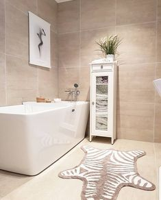 Baderom - Lilly is Love Bad Inspiration, Bathroom Inspiration, White Linen Curtains, Tile Steps, Wooden Bath, Bookcase Wall, Small Laundry Rooms, Scandinavian Bathroom, Bathroom Collections
