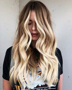 Bright Blonde Balayage for Bronde Hair Summer Blonde Hair, Warm Blonde, Bright Blonde Hair, Blonde Shades, Hair Color Guide, Hair Color For Fair Skin, Balayage Hair Blonde, Bronde Hair, Balayage Color