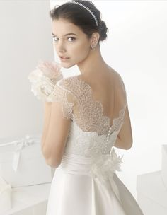Rosa Clara Bridal: Elegant Wedding Dress with Cap Sleeves