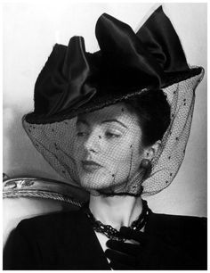 1940s large hat with big bow and veil.