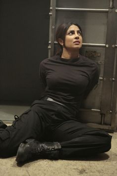 Indian Bollywood Actress, Indian Actress Hot Pics, Indian Actresses, Beautiful Girl Indian, Beautiful Indian Actress, Quantico Season 2, Mädchen In Uniform, Priyanka Chopra Hot, Leder Outfits