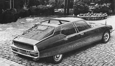 Heuliez designed a Citroën SM four doors sedan hatchback. Halas, it remained a sketch. Psa Peugeot Citroen, Citroen Car, Maserati, Lamborghini, Space Car, Coach Builders, Automotive Design, France, Amazing Cars