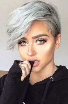 Edgy Pixie Hairstyles, Women Pixie Haircut, Pixie Haircut Styles, Pixie Haircut For Thick Hair, Pixie Haircut Fine Hair, Haircuts For Thin Fine Hair, Tomboy Hairstyles, Short Pixie Haircuts, Short Hair Cuts For Women