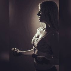 So heute kommt endlich die tolle umgesetzt Idee im Studio am Samstag. Haben ein paar Fitnessbilder gemacht. Find die so mega geil in nächster Zeit werde ich euch da mal ein paar zeigen. Meine Form wie auf dem Bild hab ich leider nicht jeden Tag. Kommt ganz auf die Ernährung und den Sport zurzeit an. Bin aber in Arbeit damit ich die Form vielleicht komplett halten kann  jetzt geht's naher noch ins Fitnessstudio zum trainieren. #Fotoshooting #Abs #Muskeln #Fitness #gym #gymgirl…