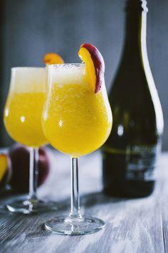 Bellini: Il #Bellini è un delicato #cocktail in cui la #pesca fresca è protagonista, da proporre per un #aperitivo estivo: sarà un successo!