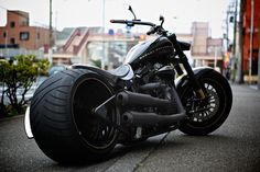 Harley-Davidson TWIN CAM NIGHT TRAIN 330 WIDE TIRE CUSTOM –