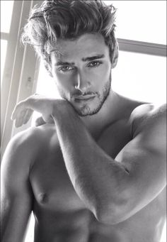 He's so hot!! And he has HAIR <3 yummy my kind of guy
