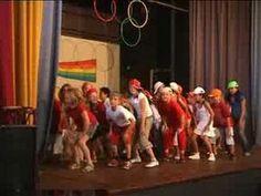 Cha Cha Slide door groep 5 van de Regenboog (Talentenshow) - YouTube Elementary Physical Education, Elementary Music, Dance Movement, Dance Class, Just Dance 2, My School Life, Dancing Baby, Kids Dancing, Zumba Kids