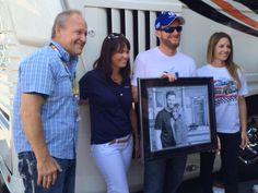8*22*15 @ Bristol @sambassartist: What an honor to present this drawing to @DaleJr & @Amy_Reimann for their engagement on behalf of @KelleyBlueBook