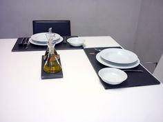 Utilizando nuestras pizarras como bajo-platos, para adornar tu mesa #platos #pizarra #ardoise #slate #decoración #deco #cuisine #interior #food #kitchen #entrantes