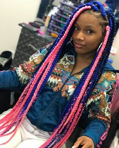 All styles of box braids to sublimate her hair afro On long box braids, everything is allowed! For fans of all kinds of buns, Afro braids in XXL bun bun work as well as the low glamorous bun Zoe Kravitz. Black Girl Braided Hairstyles, Black Kids Hairstyles, Teenage Hairstyles, Black Girl Braids, Baddie Hairstyles, African Braids Hairstyles, Braids For Black Hair, Girls Braids, Girl Hairstyles