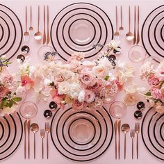 Pink never looked so perfect! Gorgeous table inspiration from @casadeperrin and florals from @megan_gray. Dreamy don't you think?