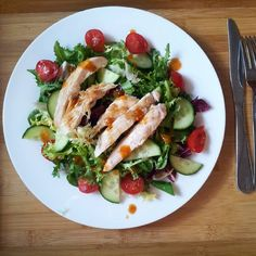 Week 5 legs & cardio done and now dinner time just a quick salad with grilled chicken and chilli sauce yum yum yum. #gym #puregymcamberley #refuel #healthy #cleaneating #nutrition #simple #smallsteps #fitfam #loosingweight #trying #bbg1 #bbg #kaylaitsines #kaylaitsinesbbg #sweatwithkayla #kaylasarmy #healthylifestyle by finding.my.fittness