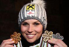 Medaillen-Trio: Zwei goldene und eine silberne Medaille nennt Anna Fenninger nun ihr eigen. Trotz Patzer im zweiten Durchgang gewann Fenninger am 12. Februar den Riesentorlauf. Mehr Bilder des Tages auf: http://admin.nachrichten.at/nachrichten/bilder_des_tages/ (Bild: gepa)