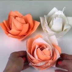 napkin foldingTurn your tables into a work of art with these beautiful roses. By: Matt Best DIY Napkins Folding Tutorials For Christmas, Christmas DAY Fold Napkin Tutor Best DIY Napkin Folding Tutorials Diy Crafts For Adults, Diy Crafts For Gifts, Diy Home Crafts, Diy Arts And Crafts, Creative Crafts, Paper Flowers Craft, Paper Crafts Origami, Flower Crafts, Fabric Flowers