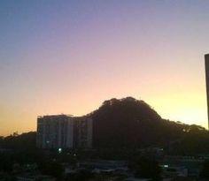 A leitora Mirelle Credidio registrou um lindo  céu colorido na Freguesia. Veja: www.portalorio.com.br/ceu-colorido-na-freguesia-impressao-de-mirelle-credidio/ #portalorio #impressõesdorio #fotografia