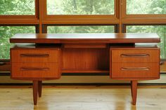 Mid Century Floating British Teak Desk G plan (Ib Kofod Larsen), Eames Mid Century Desk, Mid Century House, Mid Century Modern Design, Mid Century Modern Furniture, Mcm Furniture, Furniture Design, Vintage Furniture, Woodworking Furniture Plans, Woodworking Books