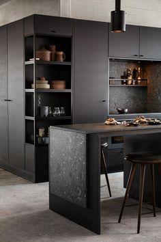 Kitchen Interior, Kitchen Design, Kitchen Decor, Kitchen Shelves, Kitchen Storage, Black Kitchen Island, Black Kitchen Cabinets, Dark Home Decor, Boffi