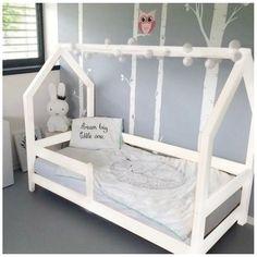 Výsledek obrázku pro dětská postel ve tvaru domečku