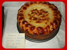 Pasca impletita pentru Paste Braided Bread, Romanian Food, Pastry And Bakery, No Bake Cake, Apple Pie, Deserts, Romania People, Pies, Bakken
