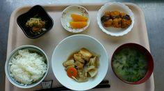 5月17日。カレイの煮付け、かぼちゃコロッケ、じゃこ甘酢和え、小松菜の味噌汁、オレンジでした!カレイの煮付けが特に美味しかったです!658カロリーです
