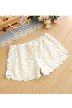 Vintage Rose Embroidery Lace Shorts