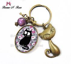 """Porte clés """" Chat fleurs liberty """" bijou cabochon fantaisie cadeau violet : Porte clés par bronze-n-roses"""