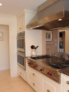 Traditional Cooktop Island Design,