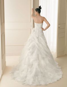 104 IDEAL | Wedding Dresses | 2012 Collection | Luna Novias (back)