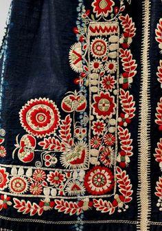 bordado / Apron Date: fourth quarter century Culture: Czech Medium: cotton, wool, silk_details Folk Embroidery, Embroidery Stitches, Embroidery Patterns, Art Patterns, Sewing Patterns, Textiles, Textile Design, Textile Art, Estilo Hippy