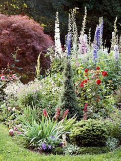 Flower Garden cottage garden with various heights of flowers and greenery - Cottage garden designs bring a classic, soft vibe to your landscape. Create a garden that's big on color—but small on labor. Cottage Garden, Country Gardening, Garden Shrubs, Urban Garden, Outdoor Gardens, Dream Garden, Garden Planning, Garden Landscaping, Beautiful Gardens