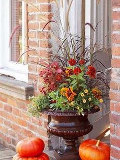 floral arrngement for front door decorating