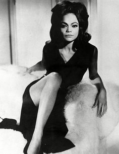 Peep The Beautiful Eartha Kitt Our First cat Woman Y'all Vintage Black Glamour, Vintage Beauty, Fashion Vintage, Retro Vintage, Black Girls Rock, Black Girl Magic, Angela Davis, Divas, Photographie Portrait Inspiration